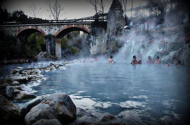 https://www.villaggiomaresi.com/wp-content/uploads/2018/04/Terme-di-Petriolo-by-Podozoo-via-Flickr.jpg